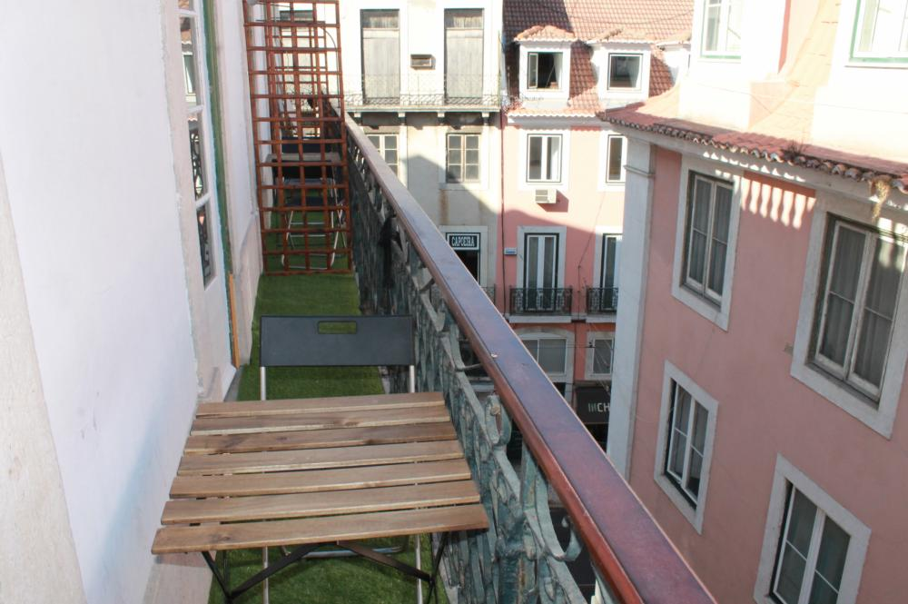Surf in Chiado Hostel