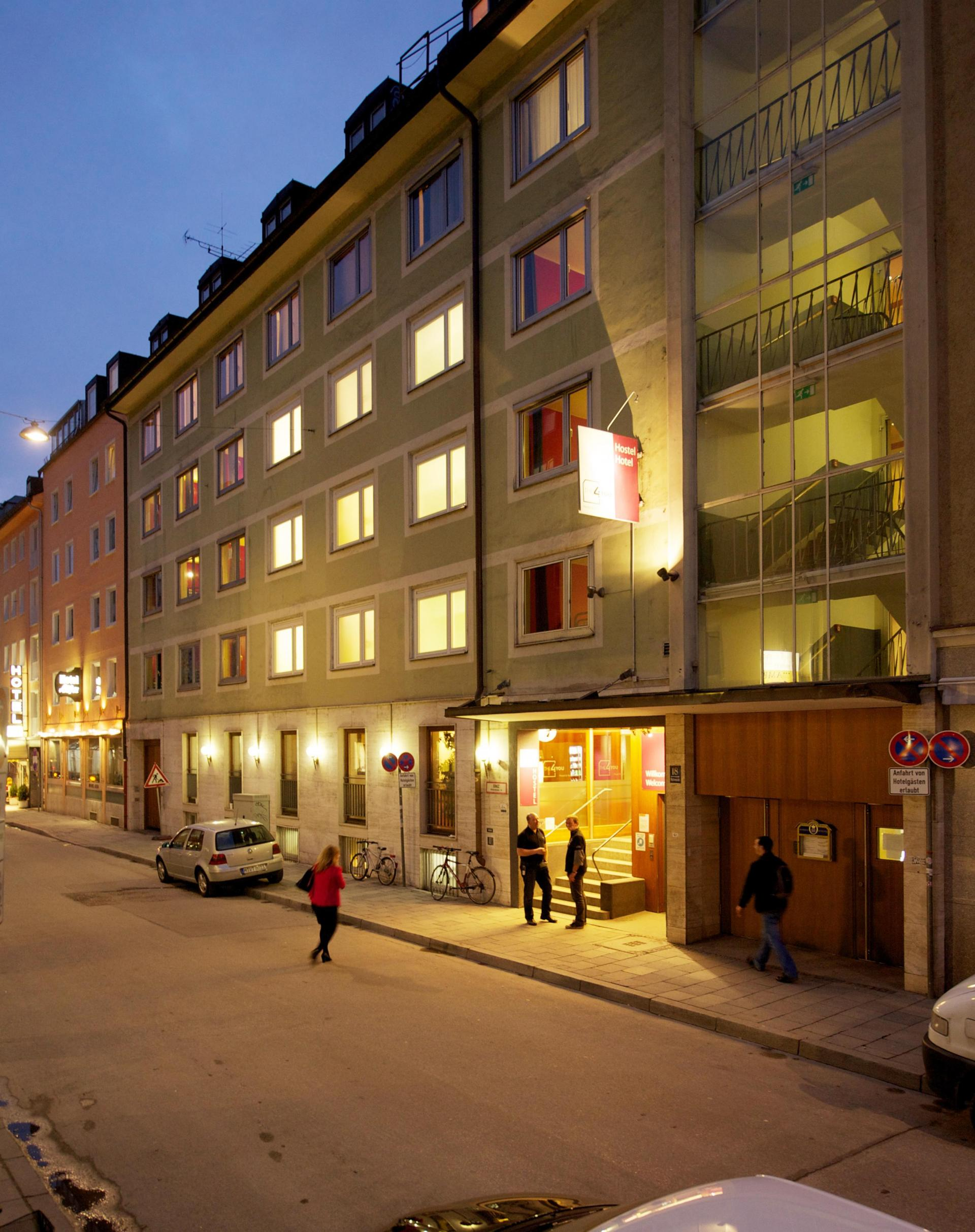 Hostal THE 4YOU  & Hotel Munich