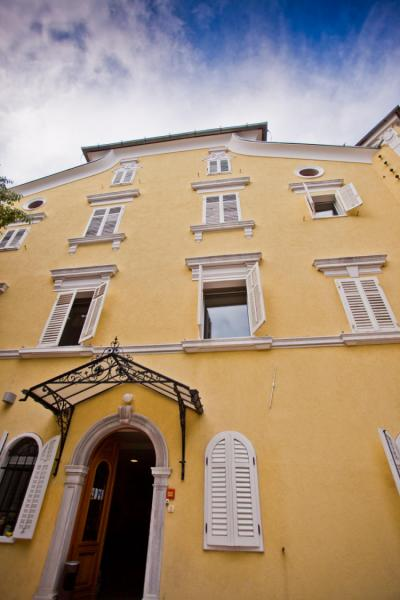 Hostales y Albergues - Youth Hostel Rijeka