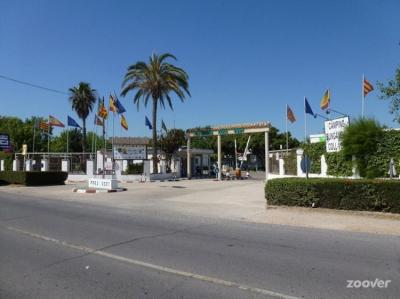 Hostales y Albergues - Las Fallas All-Inclusive Campsite